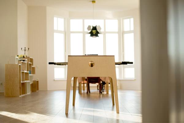un baby foot en bois nomm plywood foosball. Black Bedroom Furniture Sets. Home Design Ideas
