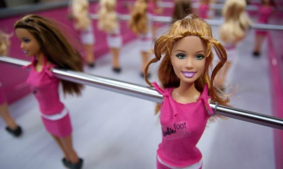 Baby foot Barbie : un authentique kicker très girly !